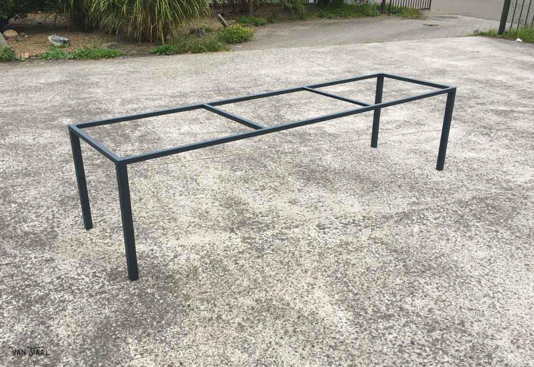 Industriele tafel laten maken van staal for Stalen onderstel tafel laten maken